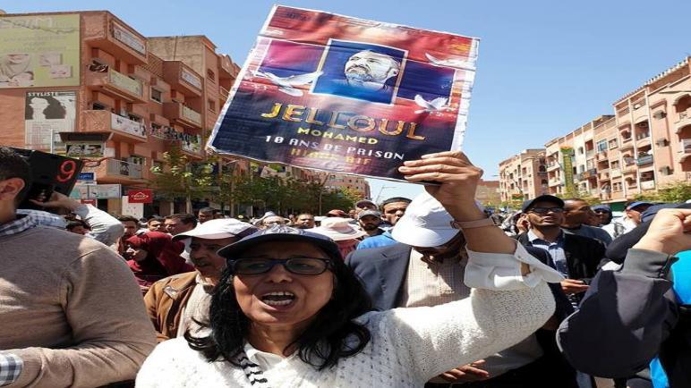 بالصور ..محتجون ببني ملال يطالبون بتعليم عمومي مجاني وبالحرية لمعتقلي حراك الريف