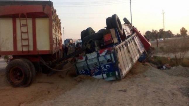 انقلاب شاحنة محملة بالنحل بنواحي سيدي إفني(صور)