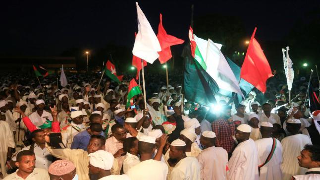 """احتفالات سودانية باتفاق """"تقاسم السلطة"""".. والتوقيع الاثنين"""