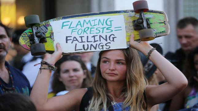 احتجاجات منددة بحرائق غابات الأمازون حول العالم