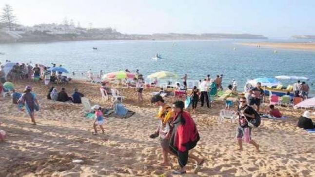 الآلاف يتوافدون على شاطئ آسفي والوليدية وأسعار المبيت تتراواح مابين 1000 و5000 درهم