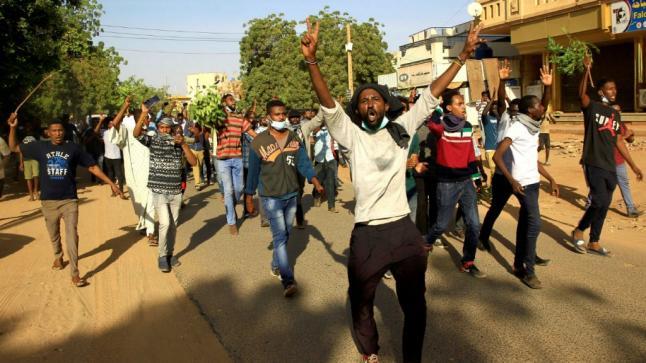 قتيل ومصابون في مسيرة مليونية ضد عسكر السودان