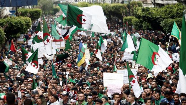 """""""حراك"""" الجزائر يرفض الحوار ويتوعد نظام العسكر"""