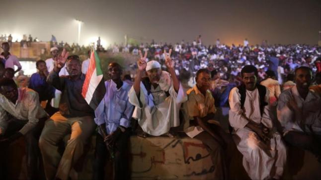 """أزمة السودان تعود إلى الشارع… و""""العسكري"""" يطرح """"اتفاقاً عاجلاً"""""""