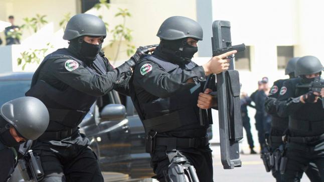 عاجل ..الشرطة تطلق الرصاص على شخص خرق حالة الطوارئ بأبي الجعد وهدد حياة رجال الشرطة …بلاغ