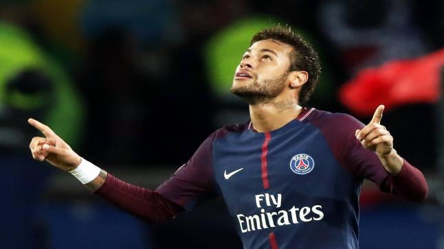 وفد كاتالوني جديد في باريس سعيا لضم النجم البرازيلي نيمار قبل اقفال سوق الإنتقالات