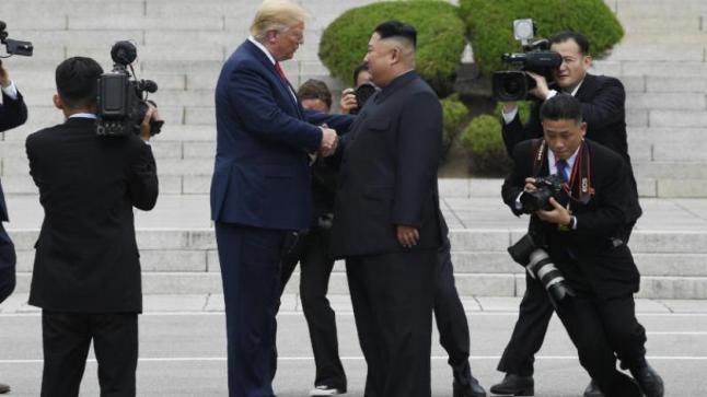 ترمب وكيم يتفقان على استئناف المحادثات النووية