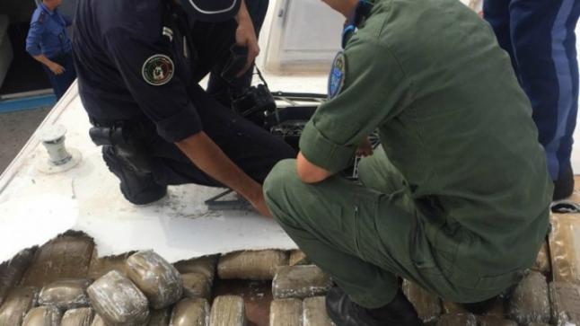 بمعبر سبتة..اعتقال إسبانيين حاولا تهريب 345 كيلوغراما من الشيرا