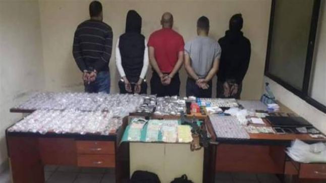 إعتقال 4 مروجين للكوكايين ضمنهم امرأتان بسوق السبت