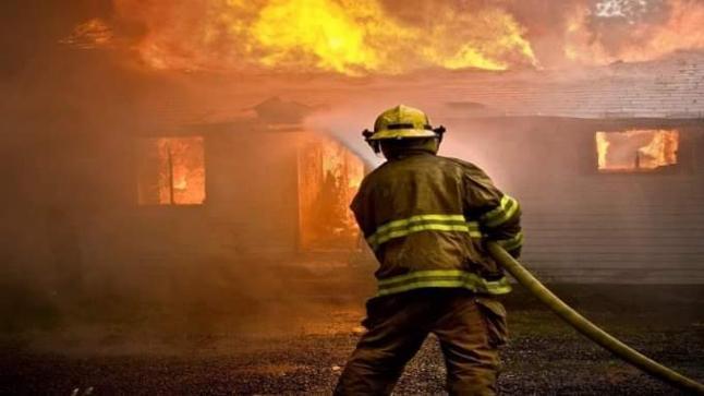 """حريق مهول يأتي على معمل """"الزفت"""" بالبيضاء..ويخلف خسائر مادية جسيمة"""