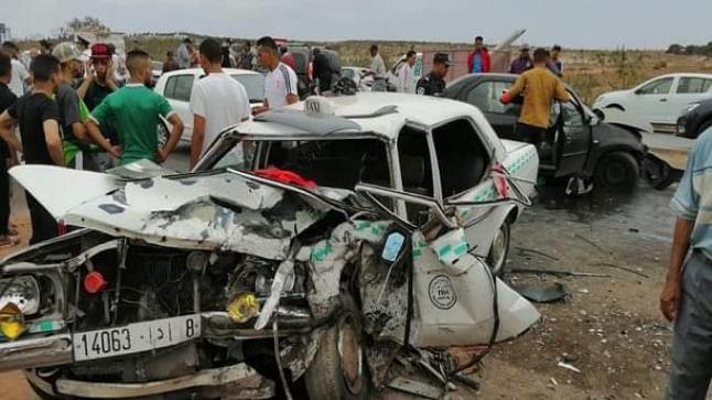 حادثة سير على مستوى الطريق الرابط بين مدينة دمنات و مراكش