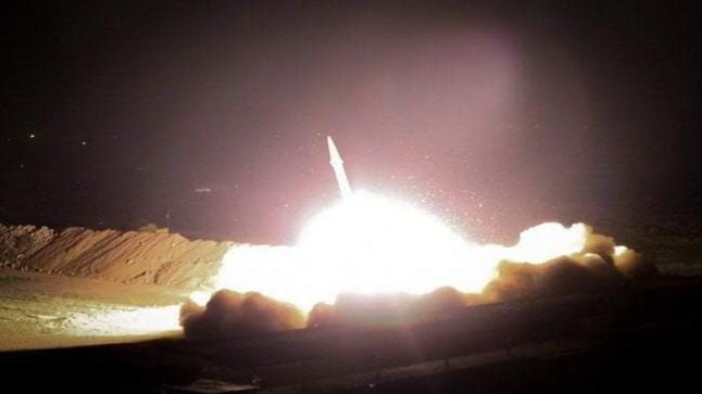 """عاجل : إيران تشن هجوماً صاروخياً على قاعدة """"عين الأسد"""" الأمريكية بالعراق"""