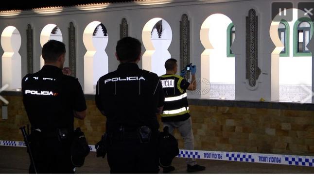بالفيديو.. التحقيق في هجوم مسلّح على مصلين في مسجد بمدينة سبتة