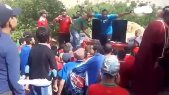 الأطفال الذين تابعوا مباراة المنتخب من الهاتف يتوصلون بتلفاز من لاعبيي المنتخب(فيديو)