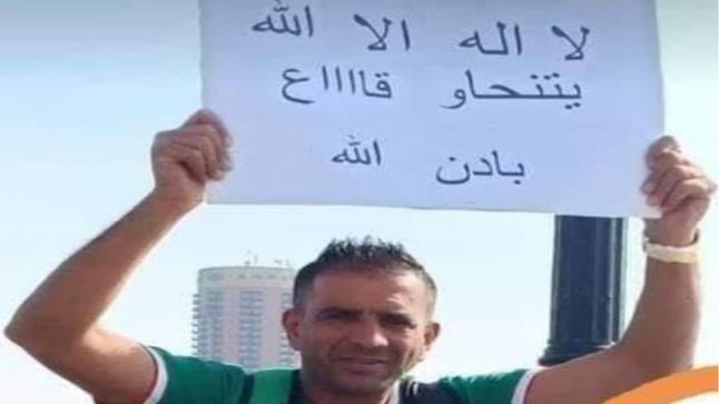 """المحكمة تدين مشجع جزائري رفع شعار """"يتنحاو كاع"""" في مصر"""