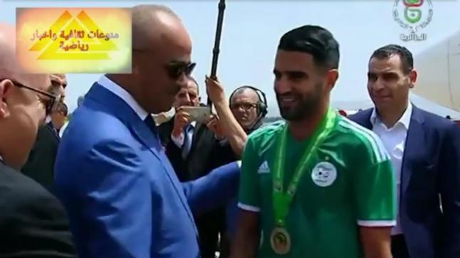 شاهد لحضة وصول طائرة المنتخب الجزائري إلى مطار الجزائر