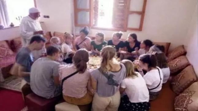 تاونات : فقيه يقيم مأدبة غداء على شرف البلجيكيات المتطوعات