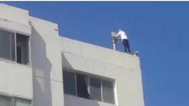 شخص يهدد بالإنتحار من سطح بناية بالصويرة