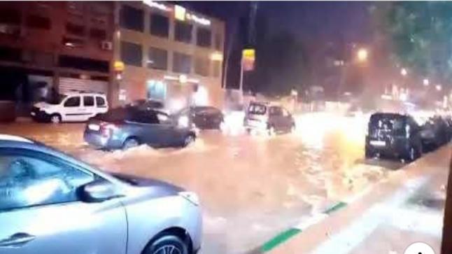 بالفيديو…أمطار غزيرة تغرق شوارع ببني ملال