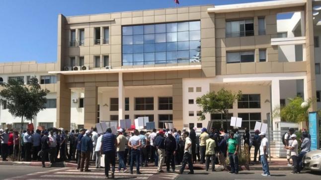 احتجاج عمال الحراسة والنظافة بالرباط للمطالبة بصرف متأخرات الأجور وإرجاع المطرودين 12 للشغل