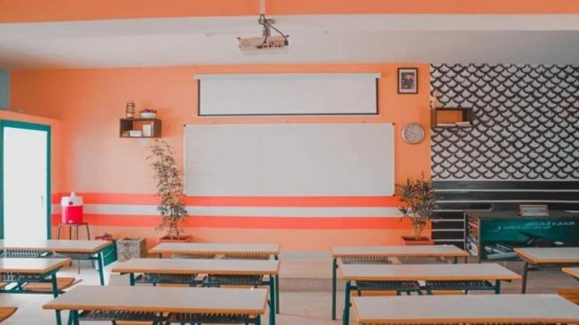 كلميم : مدرس يبدع في تزيين قسمه من ماله الخالص(صور)