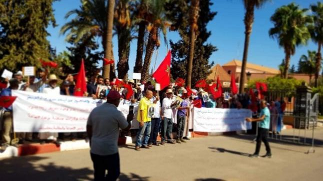 ساكنة دوار الجوالة بإقليم قلعة السراغنة تنتفض ضد الظلم والتهميش(فيديو)