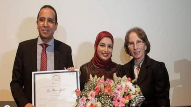 """الشابة """"هناء الزباخ""""..باحثة مغربية تتألق عالميا في بحوث علاج السرطان(صور)"""