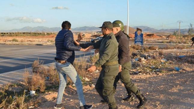باستعمال العنف والقوة : منع وقفة تضامنية مع معتقلي الريف أمام سجن الناظور(فيديو)
