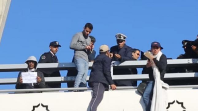بالفيديو…محاولة انتحار جماعية لشباب يائس من فوق قنطرة بالدار البيضاء