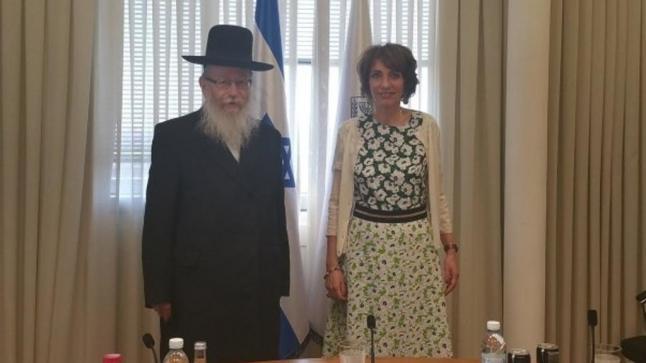 وزير الصحة الإسرائيلي يرفض مصافحة نظيرته الفرنسية لأنها امرأة