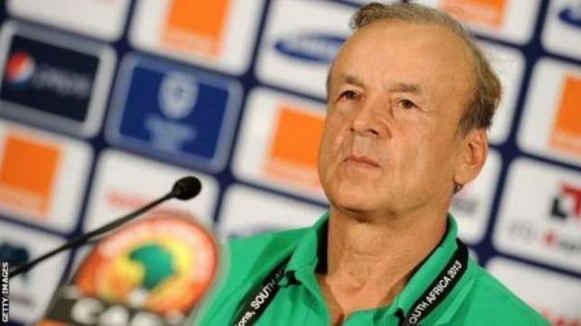 مدرب نيجيريا : لم نقدر قوة المنتخب الجزائري