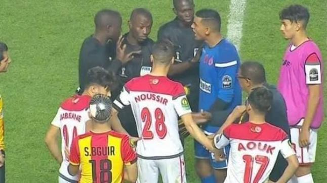 بعد مهزلة رادس…الكاف يقرر اعتماد مباراة واحدة لنهائيات الكؤوس الإفريقية بملعب محايد